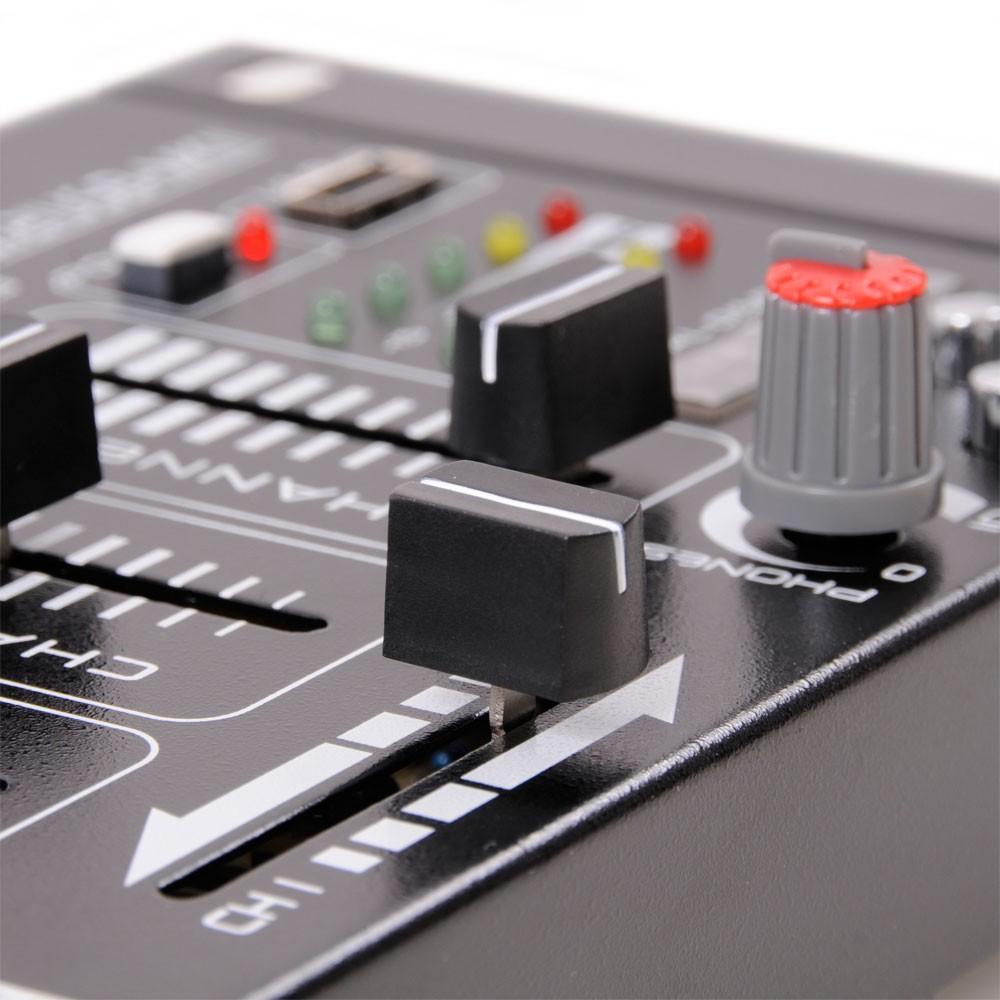 dj set bestehend aus einem verst rker und usb mp3 mixer. Black Bedroom Furniture Sets. Home Design Ideas